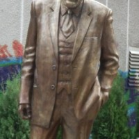 Паметник на Светослав Лучников